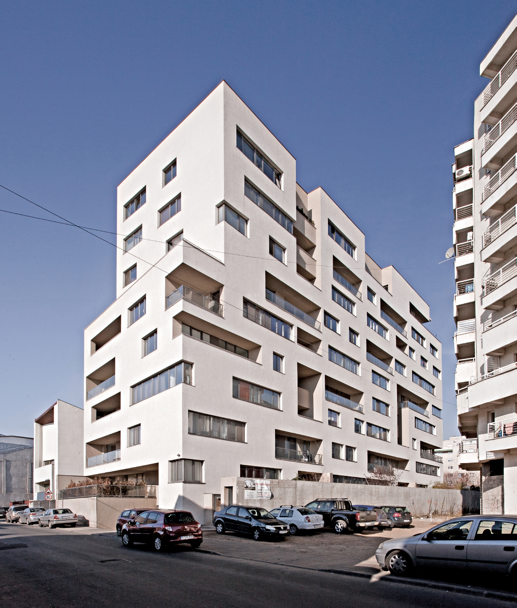 Sirenelor Apartments cover